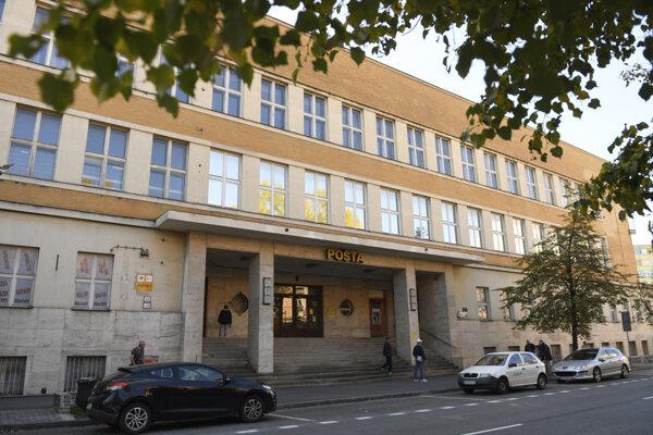 Aj budova košickej Hlavnej pošty je pamiatkou na prvú republiku.