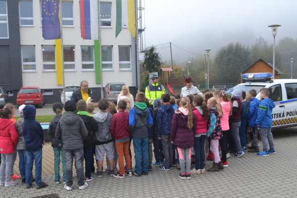 Mestskú políciu vKrásne nad Kysucou anavštívili deti zo Základnej školy Mládežnícka.