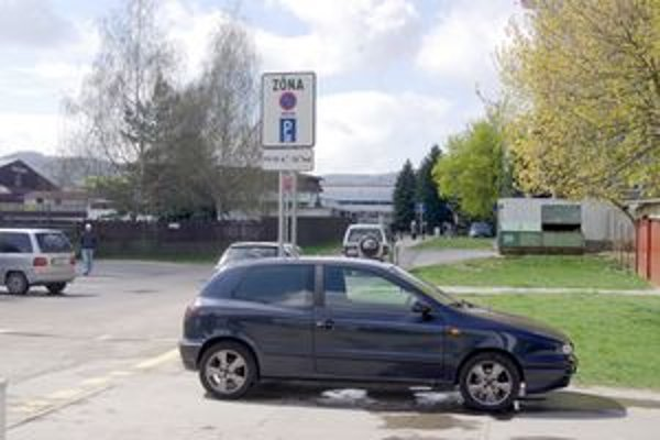 Od júna je v sobotu parkovanie v Púchove zadarmo.