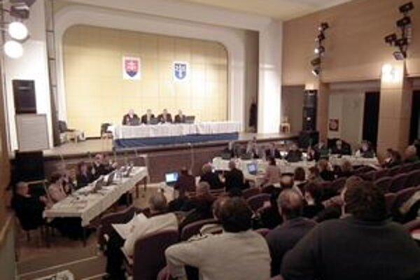 Poslanci prelomili primátorove veto, opäť potvrdili obe uznesenia.