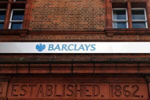 Pobočka banky Barclays v Londýne.