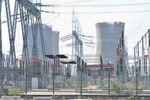Snímka chladiarenských veží 1. a 2. bloku jadrovej elektrárne po ukončení studenej hydroskúšky 3. bloku jadrovej elektrárne Mochovce 23. augusta 2018.