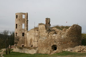 Hrad Plaveč po rokoch odkrývania.