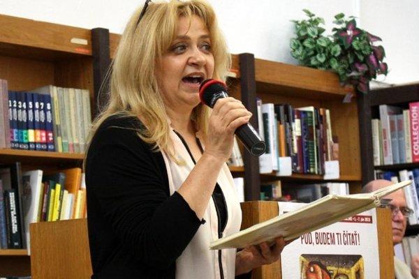 Viera Kučerová na podujatí celé Slovensko číta deťom v Krajskej knižnici Ľ. Štúra vo Zvolene.