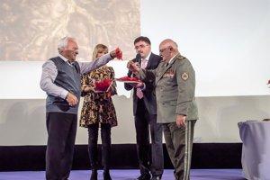 Peter Múčka (vľavo) uviedol do života svoju novú knihu.