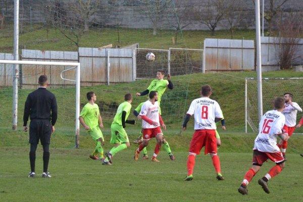 Pauer (vo výskoku v zelenom) dal dva dôležité góly.