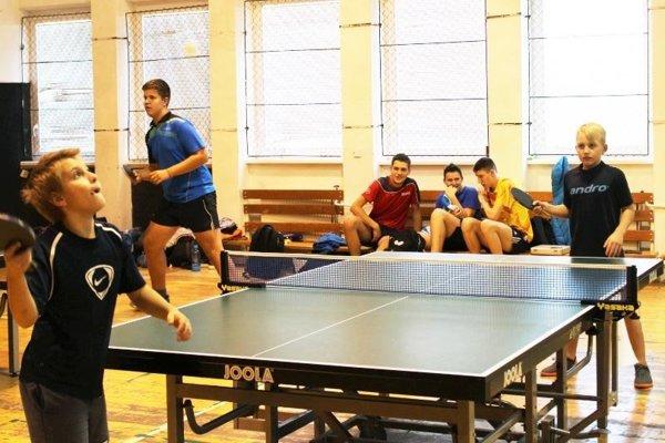 Školopovinná mládež si zahrala na stolnotenisovom turnaji.