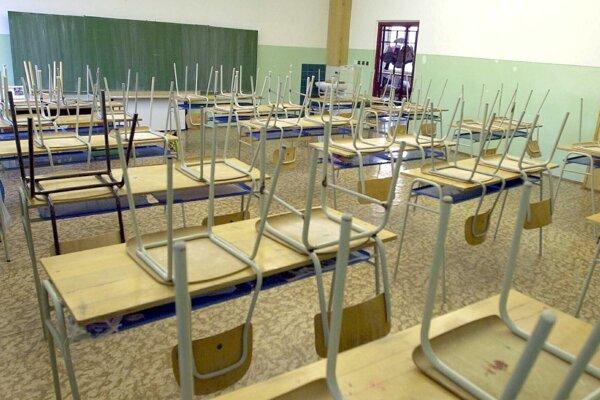 Čo čaká stredné školy a budúcich prvákov, dozvedia sa už o pár dní.
