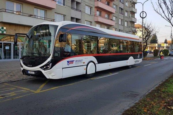 Nový moderný a ekologický autobus.
