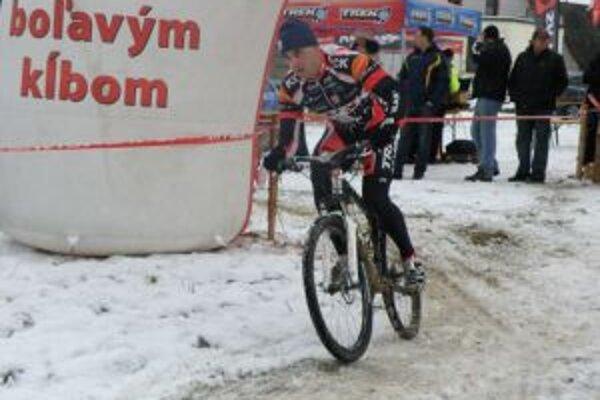 Víťaz Milan Barényi si rozhodujúci náskok vypracoval na bicykli.