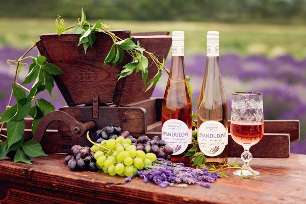 Levanduľové víno.