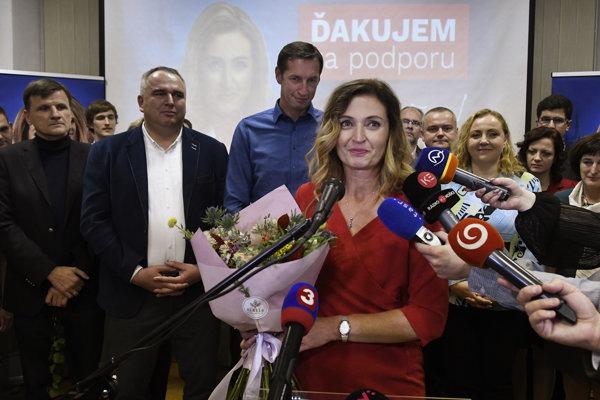 Andrea Turčanová (uprostred).