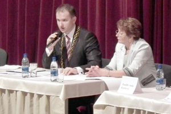 Peter Marušinec na prvom slávnostnom zasadnutí zastupiteľstva.