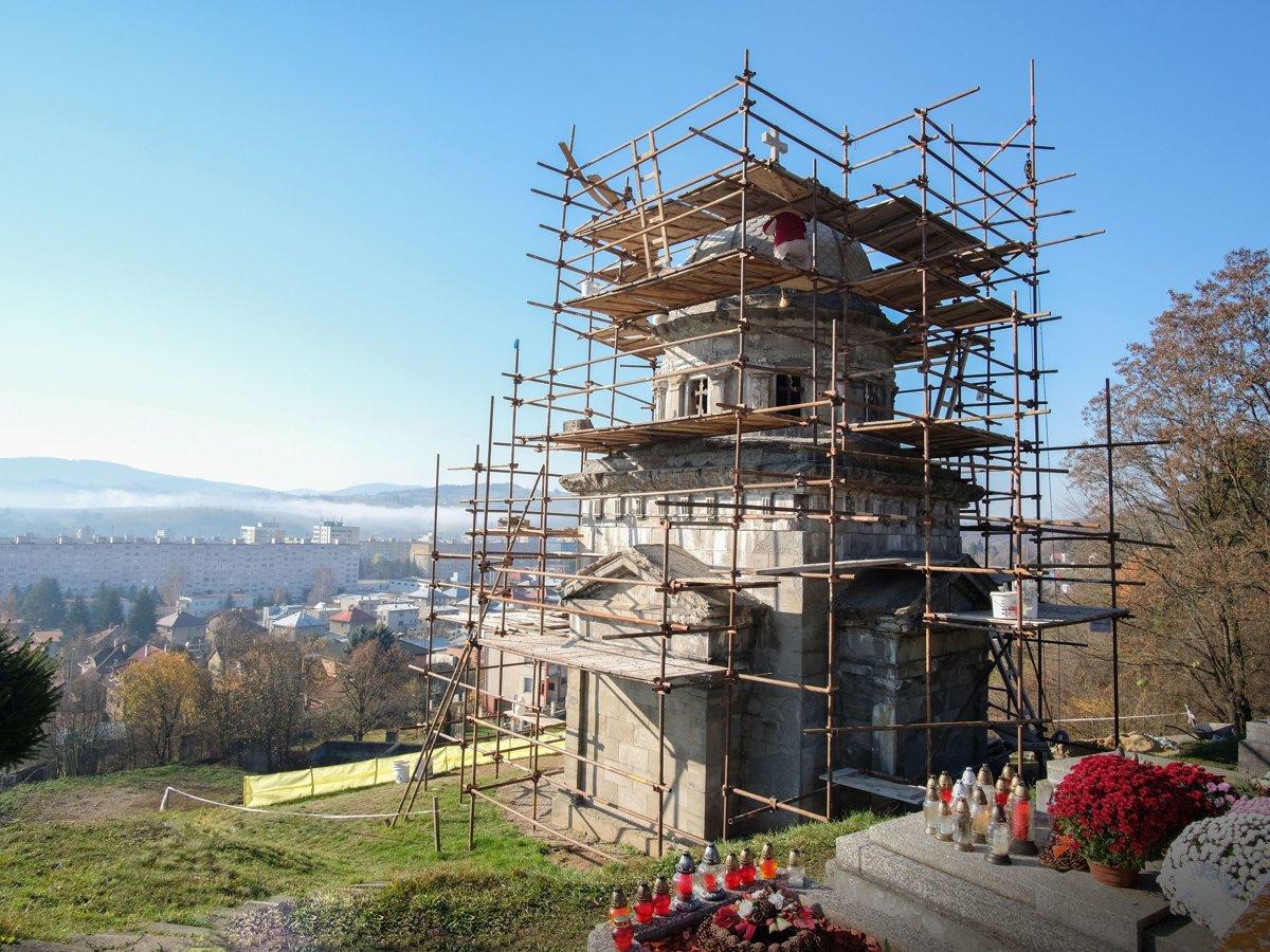 V Brezne reštaurujú hrobku rodu Lehotských - mybystrica.sme.sk 0d5b4af6a65
