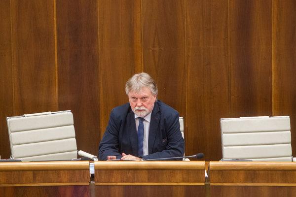 Poslanec Smeru Dušan Jarjabek bol jeden z prekladateľov návrhu zákona, aby sa polícia nemusela zaoberať anonymnými podaniami.