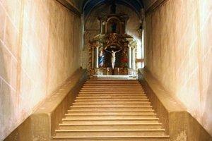 Kaplnka Svätých schodov v Malackách je kópiou tých v Ríme.