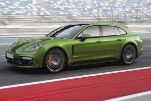 Nemecká automobilka predstavila nedávno dve nové verzie modelu Panamera – GTS a GTS Sport Turismo (na obr.) – poháňané štvorlitrovým vidlicovým osemvalcom s maximálnym výkonom 338 kW.