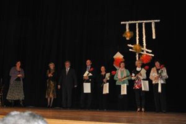 Ocenení jednotlivci a zástupcovia kolektívov.
