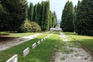 Na vojenskom cintoríne vo Zvolene je pochovaných množstvo sovietskych a rumunských vojakov, ktorí zahynuli v našom regióne.
