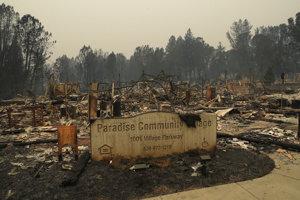 Požiare ďalej pustošia Kaliforniu.