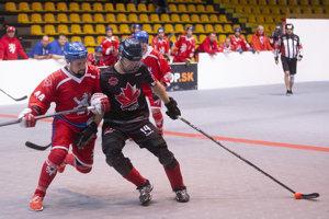 Zľava: Lumír Rosůlek z Česka a Marc André Trudeau z Kanady počas mužského finálového zápasu v hokejbale, majstrovstiev sveta 3vs3 organizácie WBHF (World Ball Hockey Federation) medzi Kanada - Česko. Bratislava, 16. november 2018.