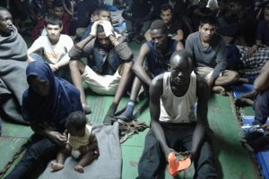 Niekoľko migrantov súhlasilo s vylodením v Líbyi, väčšina však odmietla plavidlo opustiť. Tvrdili, že Líbya je pre migrantov nebezpečná a že sa chcú dostať do Európy.