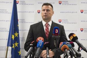 Minister spravodlivosti Gábor Gál počas tlačovej konferencie.