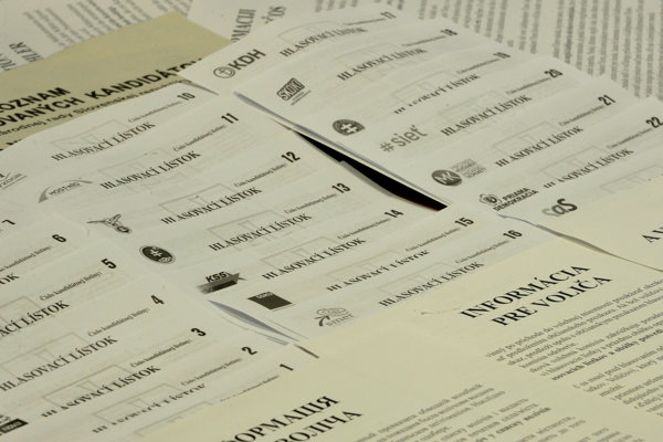 Hlasovacie lístky na voľby do Národnej rady.
