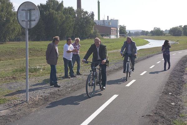 Šimko otváral s Kotlebom cyklotrasu pri Rimavskej Sobote.