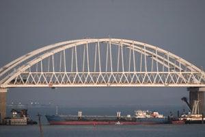 Kerčský prieliv zostáva nateraz zablokovaný ruským námorníctvom.