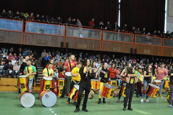 Bubnovačku viedla bubnová show Campana Batucada.