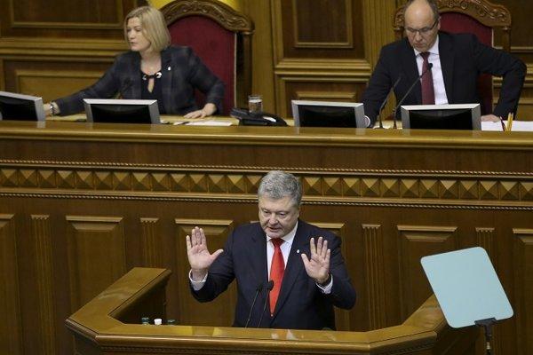 Ukrajinský prezident Petro Porošenko v ukrajinskom parlamente.
