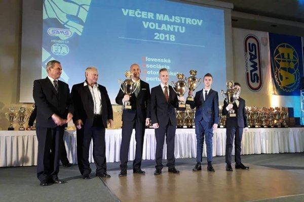 Mladí šampióni zNových Zámkov boli ocenení na Galevečer majstrov volantu 2018.