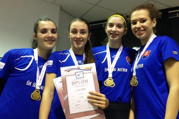 Štafeta ŠK ŠOG Nitra na 4x200 m zlepšila slovenský rekord. Zľava Ostrožlíková, Vlčková, Zapletalová a Zeleňáková.