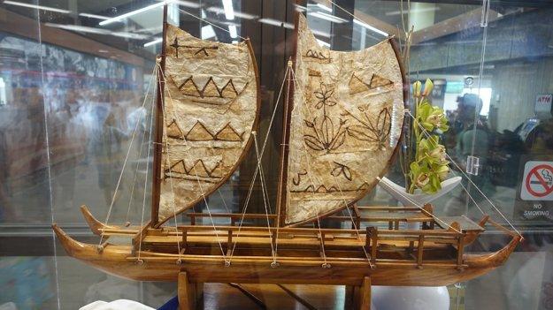 Model oceánskeho kanoe pôvodných Polynézanov