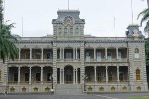 Kráľovský palác Iolani v Honolulu postavený v roku 1882 v havajskej renesančnej architektúre.