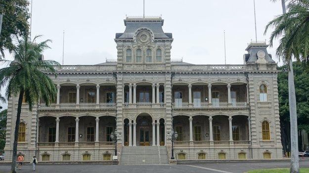 Kráľovský palác Iolani v Honolulu postavený v roku 1882 v havajskej renesančnej architektúre
