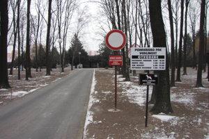 Vstup na cintorín na Kamennej ceste.