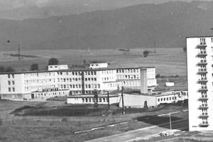 Budova nemocnice v minulosti.