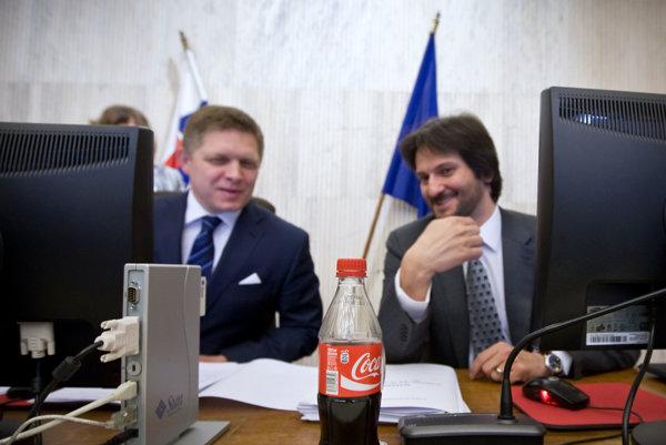 Premiér Robert Fico a minister vnútra Robert Kaliňák, ktorý má pod palcom políciu.