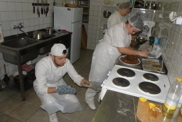 Žiaci z prievidzského odborného učilišťa a praktickej školy pripravovalijedlá zo strukovín.