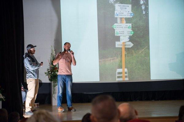Počas odovzdávania cien sa prezentovali aj dobrovoľnícke spolky v meste.