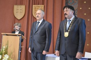 Nový a odchádzajúci primátor Levíc (zľava): Ján Krtík a Štefan Mišák.