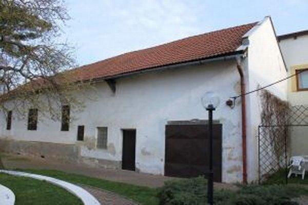 Starú budovu zvalia a na jej základoch postavia depozitár.