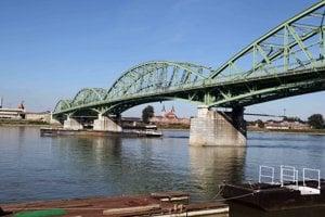 V meste na Dunaji dnes žije maďarská aj slovenská societa.