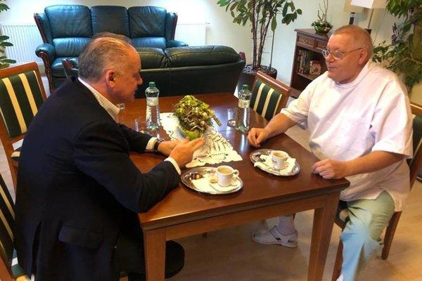 Prezident sa stretol s Jánom Francom a diskutovali o ich spore.