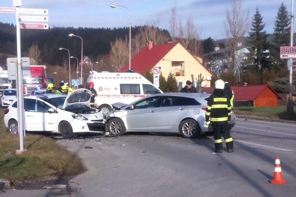 Nehoda si vyžiadala jedno ťažké zranenie.