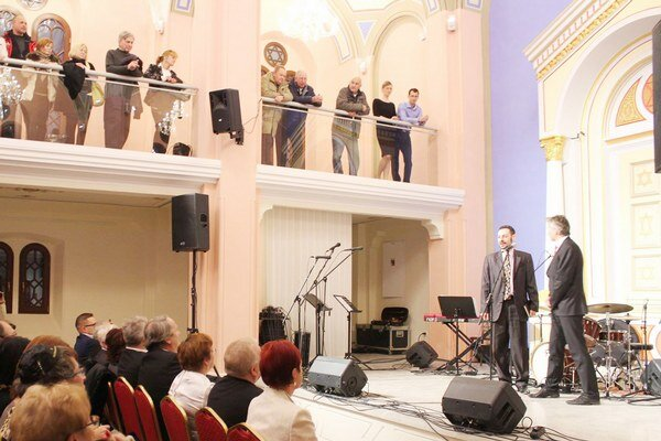 Priestory synagógy si môže verejnosť pozrieť na vyžiadanie u správcu alebo počas podujatí.