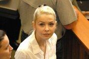 Eva Varholíková Rezešová na jednom zo súdnych pojednávaní.