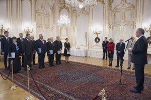 novovymenovaní profesori vysokých škôl počas ich menovania prezidentom SR Andrejom Kiskom.